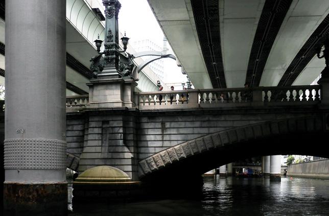 日本橋は五街道の起点。日本橋川と交差する経済の中心地だった